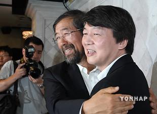 朴元淳氏 韓明淑元国務総理と野党候補一本化に合意