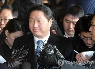 '사면 거래' 의혹 SK 최태원 회장 검찰 조사 후 귀가