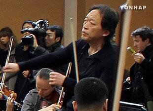 Nhạc trưởng Hàn Quốc phối hợp với Dàn nhạc giao hưởng Bắc Triều Tiên
