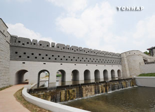 Floodgate of Hwaseong Fortress Restored