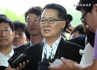 朴智元院内代表が検察に出頭