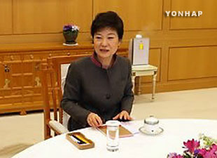 民主統合党指導部に協力求める  朴槿恵大統領
