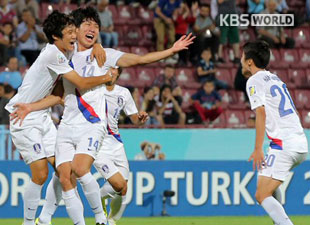 サッカーU-20強化試合 韓国、ウルグアイに2対0