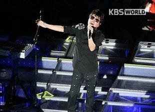 復活のチョ・ヨンピルが2冠王 韓国大衆音楽賞