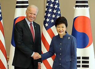 朴大統領 バイデン米副大統領と会談