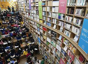 成人の読書率は60% 過去最低