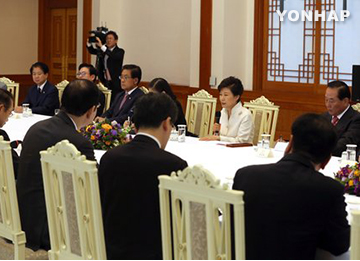 Pres. Park Stresses Convincing Measures for Wartime Sex Slavery Victims