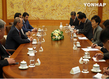 Pres. Park, Saudi Econ Minister Discuss Cooperation in Nuke Energy