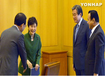 Park Pushes Ruling Party Chief to Ratify Free Trade Pacts