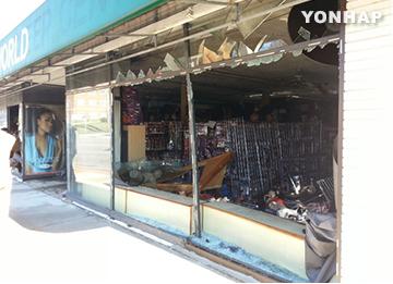 米黒人射殺抗議デモ 韓国系商店に被害