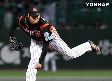 Chang Won-jun Signs With Doosan for Record Pitcher Contract