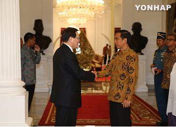 Спикер Национального собрания РК встретился с президентом Индонезии