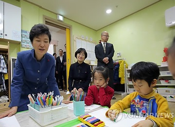 President Park Visits Day Care Center to Discuss Childcare Policy