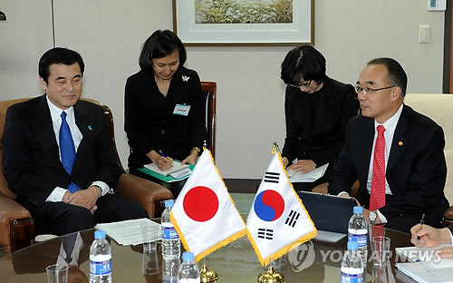 Korea, Japan Finance Ministers to Meet in May
