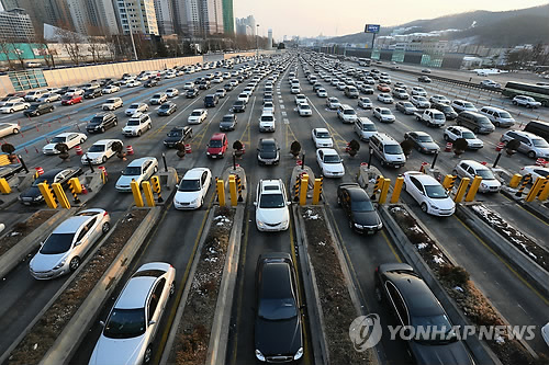 Roads Congested as Lunar New Year Holiday Winds Down
