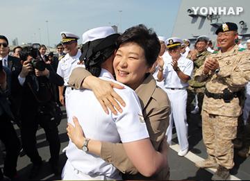 Park Meets S. Korean Troops at UAE