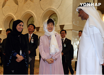 Park Visits Sheikh Zayed Grand Mosque in Abu Dhabi