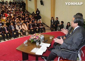 """김무성 """"북한, 핵보유국으로 봐야""""···한미입장 배치발언"""