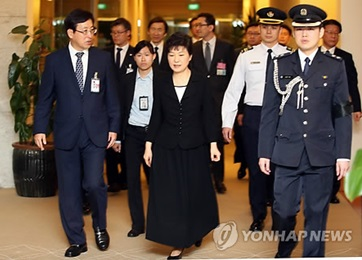 Park, Abe Discuss S. Korea-China-Japan Relations