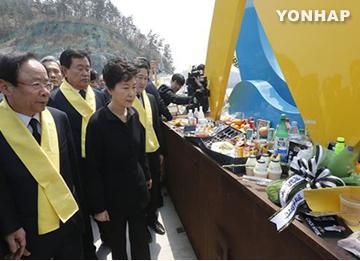 朴大統領 沈没事故から1年で彭木港訪問