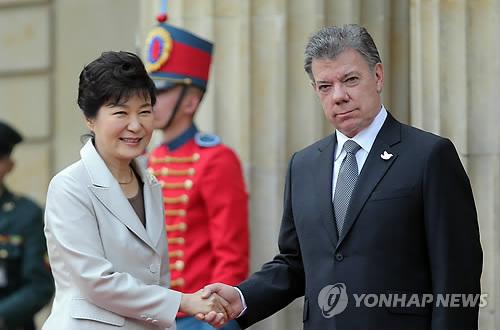 朴槿恵大統領コロンビア着 首脳会談で経済協力拡大一致
