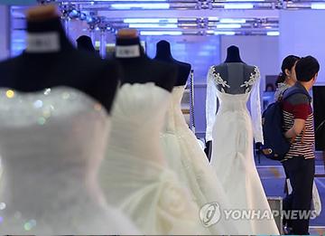 В РК зарегистрировано минимальное количество браков