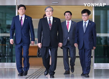 Koreas Discuss Former First Lady's Visit to N. Korea