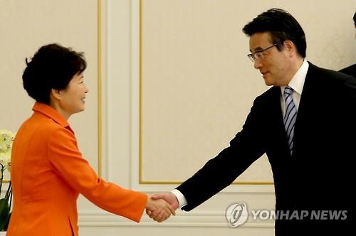 Park Urges Abe to Uphold Murayama, Kono Statements