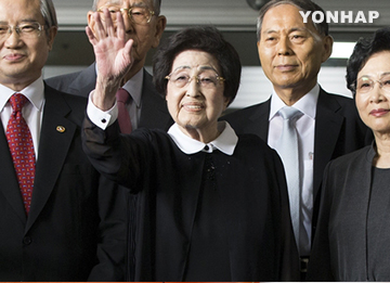 Former First Lady Lee Hee-ho Embarks on Trip to N. Korea
