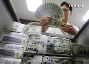 Baisse de réserves en devises étrangères pour le deuxième mois d'affilé