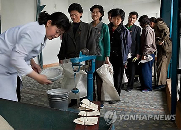 VOA: N. Korea Reduces Daily Food Rations from 400g to 300g