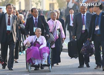أفراد الأسر المشتتة يغادرون للالتقاء بذويهم في كوريا الشمالية