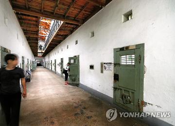 西大門刑務所跡で献花 韓国訪問の公明党議員ら