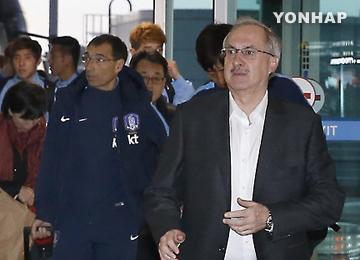 サッカー韓国代表 クウェート経由でカタールへ
