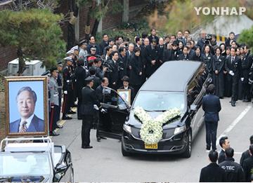 Politisi Ikuti Upacara Pelepasan Jenazah Mantan Presiden Kim Young-sam