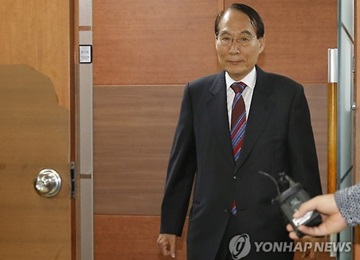Ex-Spy Chief Registers as  Preliminary Candidate as Independent