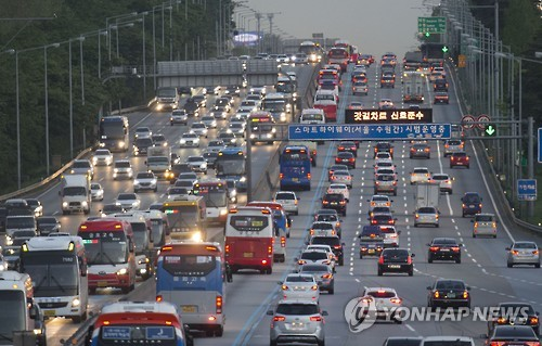 Highways Congested as S. Koreans Celebrate Children's Day Holiday