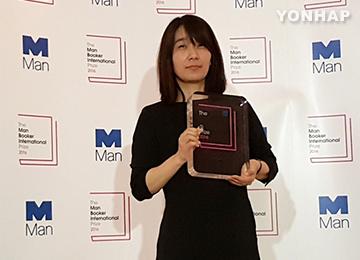 韓江さんの「菜食主義者」 受賞でベストセラーに