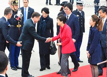 Park Geun-hye débute sa visite d'Etat en France
