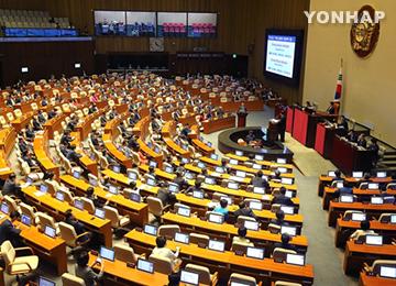 """여야, 현 정부 경제정책 공방…""""저성장 처방전"""" VS """"복지 시한폭탄"""""""
