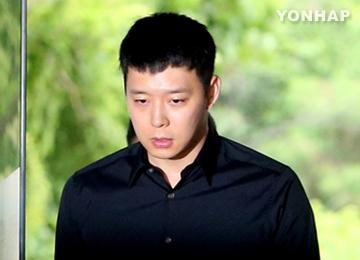 引退宣言した元JYJのユチョン 26日に写真集発売へ