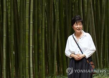 Spekulationen über Kabinettsumbildung nach Sommerurlaub von Präsidentin Park