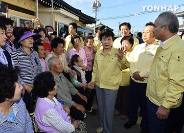 朴槿惠总统赴地震灾区进行视察