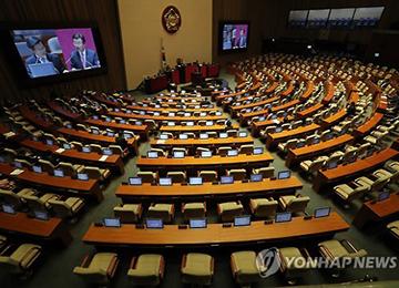 """韩国国会对政府质询进入第二天 北核和""""萨德""""问题成为争论焦点"""