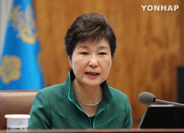 """박 대통령, """"비방·폭로성 발언, 사회 뒤흔들고 혼란 가중시킬 것"""""""