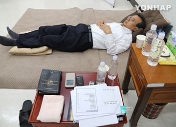 Saenuri Continues to Press Speaker Through Protests, Hunger Strike