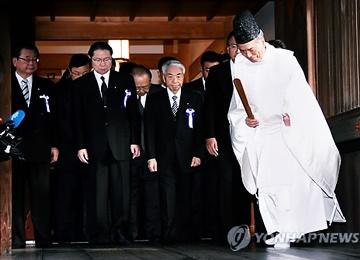 Сеул выразил протест в связи с посещением японскими политиками храма Ясукуни
