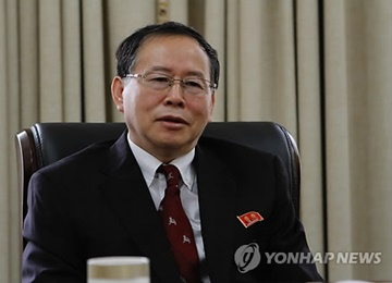 'N. Korean Diplomat May Hold Informal Talks with US Figures'