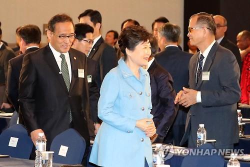 박 대통령, 지구촌 새마을지도자대회 참석...새마을운동 확산 당부