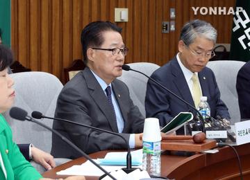"""박지원, """"문재인, 대선후보로서 위기관리능력·리더십에 의구심 들어"""""""